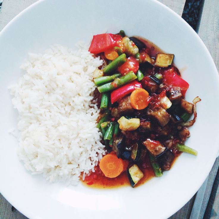 DIY Bua Thai: favourite thai meal! Spicy vegetables, sweet-chilli-sauce and rice.