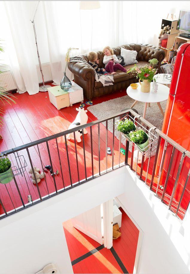 Una casa holandesa con un suelo rojo!