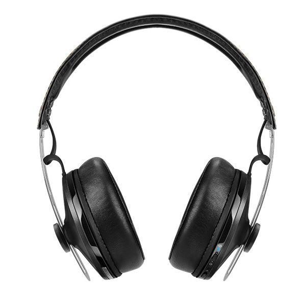 Vorweg sei gesagt, dass ein Kopfhörer immer auch Geschmackssache ist. Denn die einen mögen lieber einen starken Bass die andere hingen einen ausgewogenen Klang, während anderen das Design besonders wichtig ist. Design Das Design des Sennheiser Momentum Wireless ist bei dem Überohrkopfhörer für knapp 450,- Euro klassisch elegant. https://www.moobilux.com/2015/12/test-sennheiser-momentum-wireless/