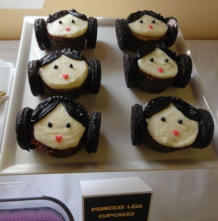 princess leia cupcakes: Leia Cupcakes, Princessleia, Food Ideas, Stars War Parties, Parties Ideas, Starwars, Princess Leia, Oreo Cupcakes, Read Princesses
