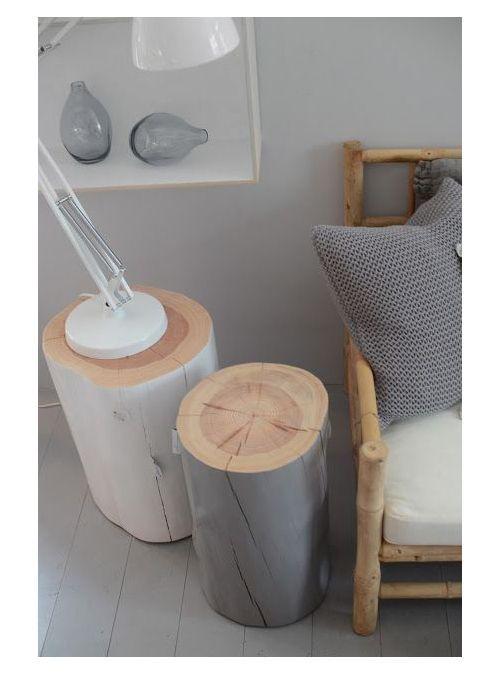 Pourquoi pas récupérer un tronc d'arbre et le peindre en rouge ? A la place du pouf prévu dans l'entrée.