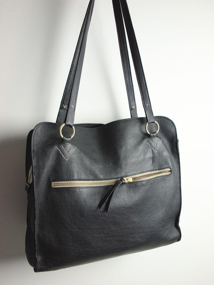Elsa är klassisk, elegant och praktisk, helt enkelt en fantastisk väska i vardagen. | Elsa is classic, elegant and practical. A fantastic everyday handbag.