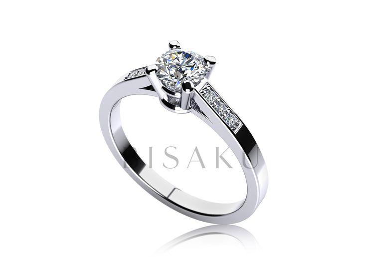 C8 Překrásně zdobený zásnubní prsten jako pro princeznu. Velký centrální kámen je podpořen menšími kameny, které budou násobit lesk prstenu na ruce vaší vyvolené. #bisaku #wedding #rings #engagement #svatba #zasnubni #prsteny