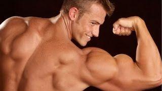 Смотреть онлайн видео Как накачать руки в домашних условиях. Тренировка мышц рук гантелями. Обучающее видео.