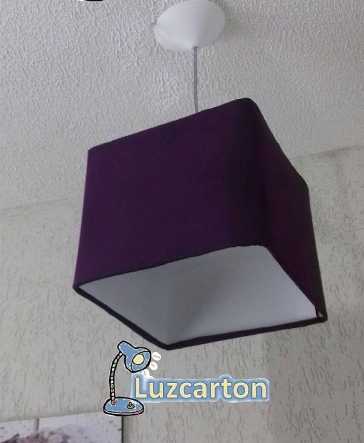Luminaria pendente em tecido roxo formato quadrado tamanho 24x24x21cm