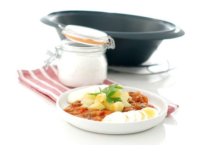 Receta de pisto con patatas y huevos en Thermomix para facilitar todavía más el cocinado. Deja que tu robot lo haga casi todo usando el vaso y el varoma.