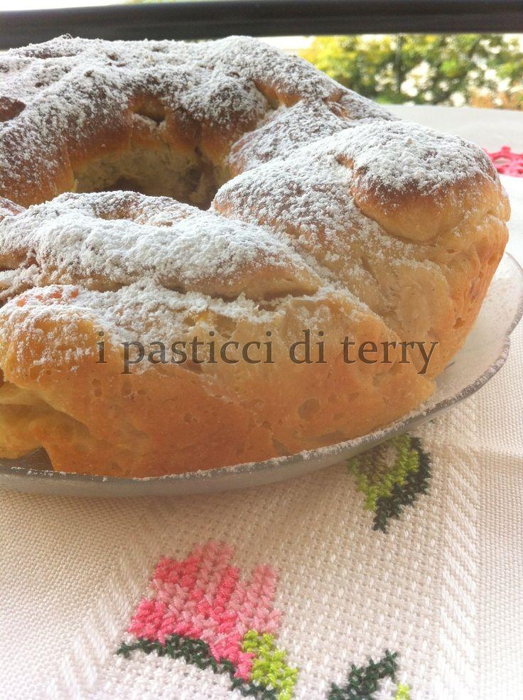 Buongiorno a tutti! Una fetta di Brioche bella morbida con mele e cannella? http://www.ipasticciditerry.com/brioche-ciambella-marmellata-mele-cannella/