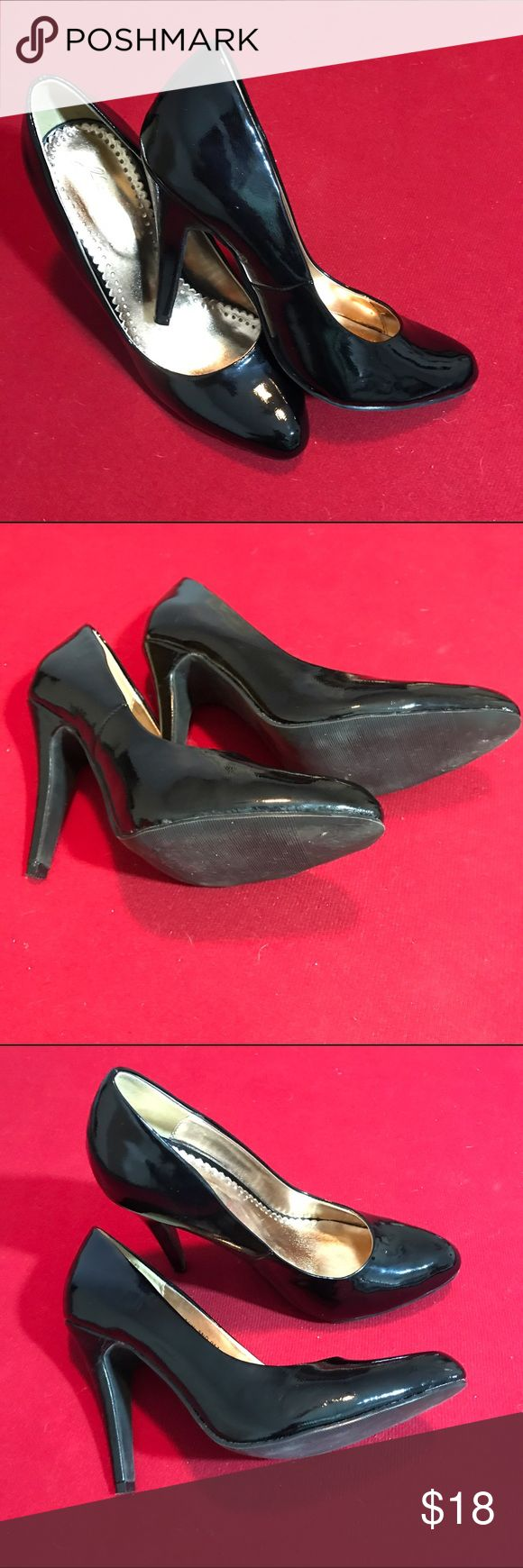 "Classic patent leather pump Shiny patent leather black pump. 4"" heel is too high for me. Look new. Classic shoe. Shoes Heels"