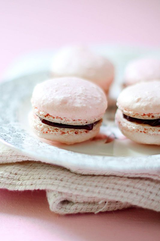 How to make French Macarons. Cocoa macaroons with chocolate ganache ...
