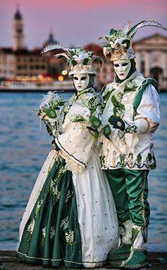 carnival-couple.JPG (237×384)