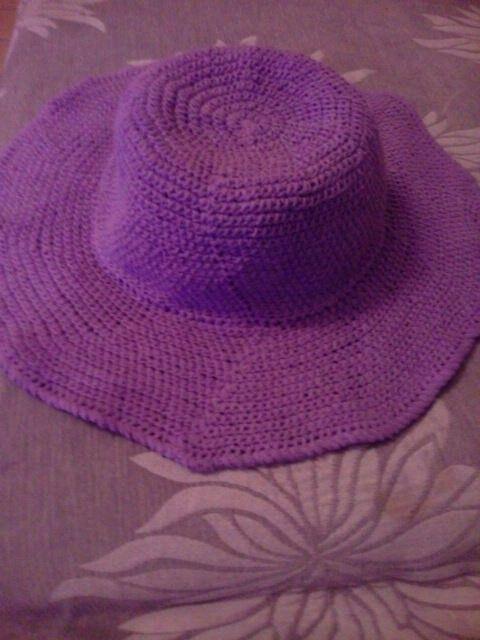 Καλοκαιρινό καπέλο για την παραλία