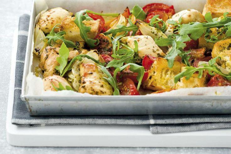Kijk wat een lekker recept ik heb gevonden op Allerhande! Ovenkip met tomaten en rucola