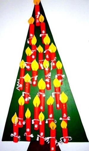 Idee voor raamversiering. Alleen de boom schilderen. Met kinderen de kaarsen maken en deze later toevoegen. Weihnachten/basteln-Adventskalender-Kerzen-aus-Tonpapier