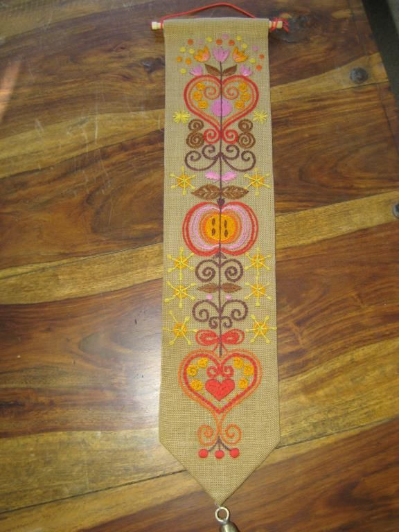 Vacker handbroderad julvepa/bonad Retro 60-tal på Tradera.com -