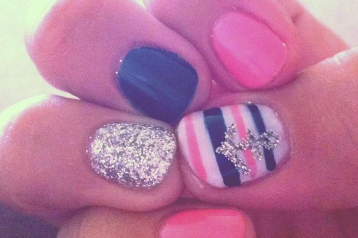 cute anchor nails! @Sam McHardy McHardy McHardy Taylor Hannel, they match our room & have anchors on them!! AHHH!!