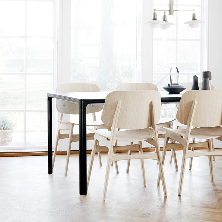 Tea is served. Take a break on the classic Søborg chair by Børge Mogensen…