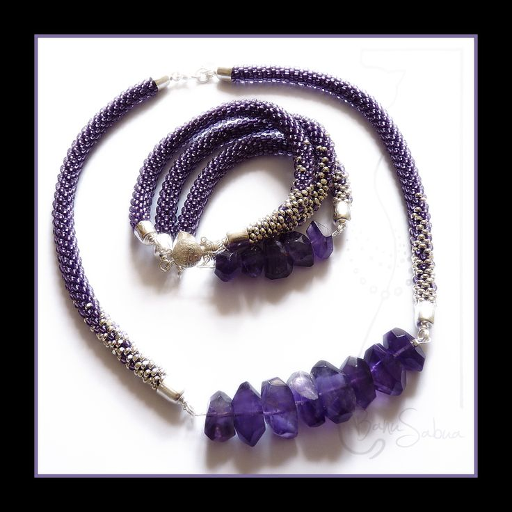Ametystová souprava náhrdelníku s náramkem, dutinky z rokajlu a postříbřených charlott... Cena: náhrdelník 650,-, náramek 500,-