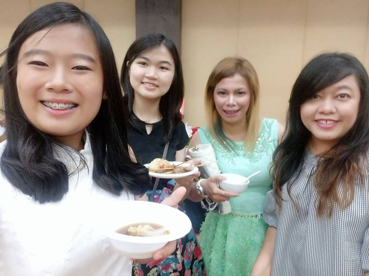Kemana² selalu bertemu... Dan tidak pernah lupa utk utk selfie... ���� Persahabatan bagai kepompong... ������ #photoshare #photooftheday #selfie #pekanbaru #hotelfuraya #saturday #saturdaynight #bff #like #likeforfun #likeforme #taptap #doubletap #photography #photo #may #pictures #iseng #happiness #greatday #bahagia #bahagiaitusederhana http://tipsrazzi.com/ipost/1508831154660027824/?code=BTwcfDnja2w