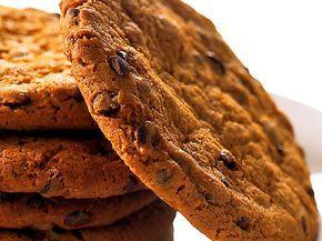 Chocolate chip cookies - superbra recept. I med lite havre, lite mindre socker och choklad och mandlar så blir det topp