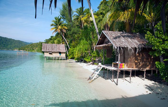 Information, photos, prices, location & reviews for Lumba Lumba Guesthouse. Traditional Papuan accommodation at Pulau Kri in West Papua's Raja Ampat islands