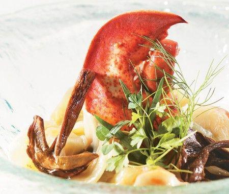 Recette : raviolis de homard et jeunes pousses d'épinard, crème de cèpes du chef Jérôme Ferrer