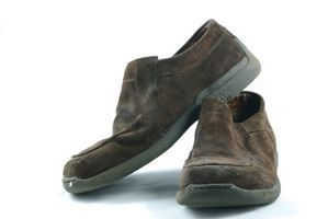 how to clean mildew shoes