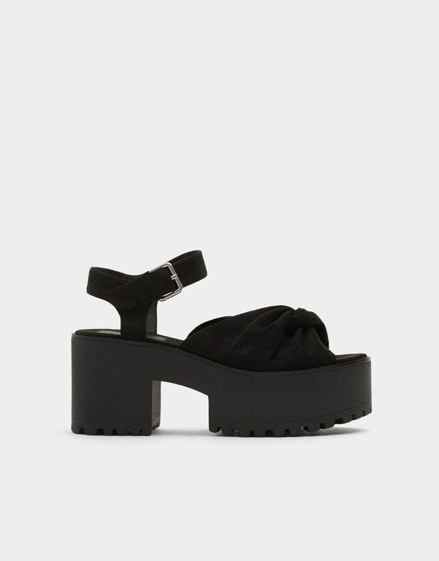 :Sandale noire bloc nœud.