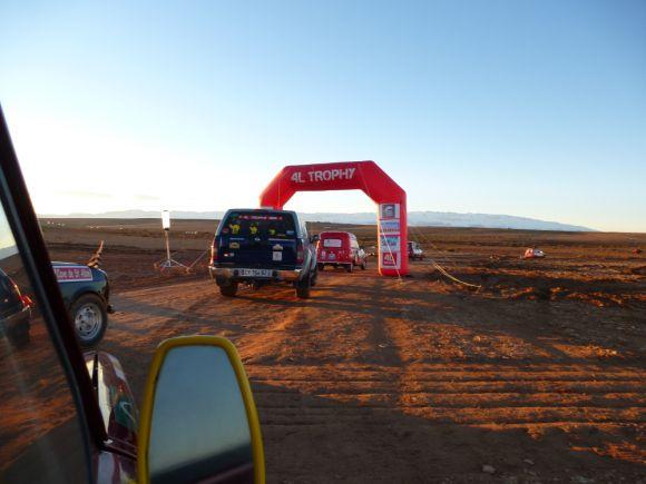Equipage #4LTrophy donne des ailes 2015 au Maroc, étape