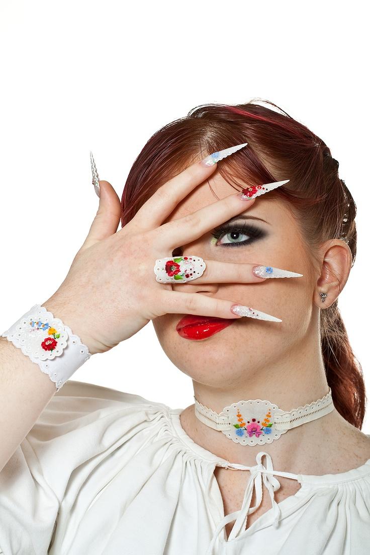 Makeup, nails and jewelry: Agnes Hlatky,  Modell: Ildiko Bakonyi,  Photo: Gabor Juhasz