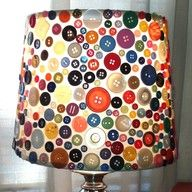 Button Lamp... CUTE! I will be doing this with my two lamps but in green, blue, and brown colors to match my living room.