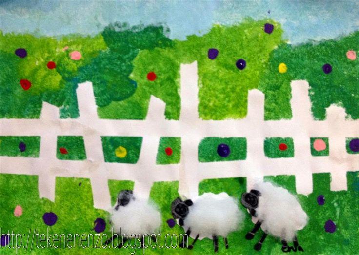 Plak met schilderstape een hekje op papier. Trek een horizonlijn boven het hek. Tamponneer de wei door verschillende kleuren groen en geel aan de kwast te doen. Niet mengen dus. Tamponneer de lucht op dezelfde manier met wit en blauw. Tamponneer bloemen in de wei. Verwijder dan de tape. Doe dit als de verf nat is om scheuren van het papier te voorkomen. Knip uit restjes wit papier wolkjes voor het lijf van de schapen. Knip de koppen en pootjes uit zwart papier. Plak de schaapjes voor het…