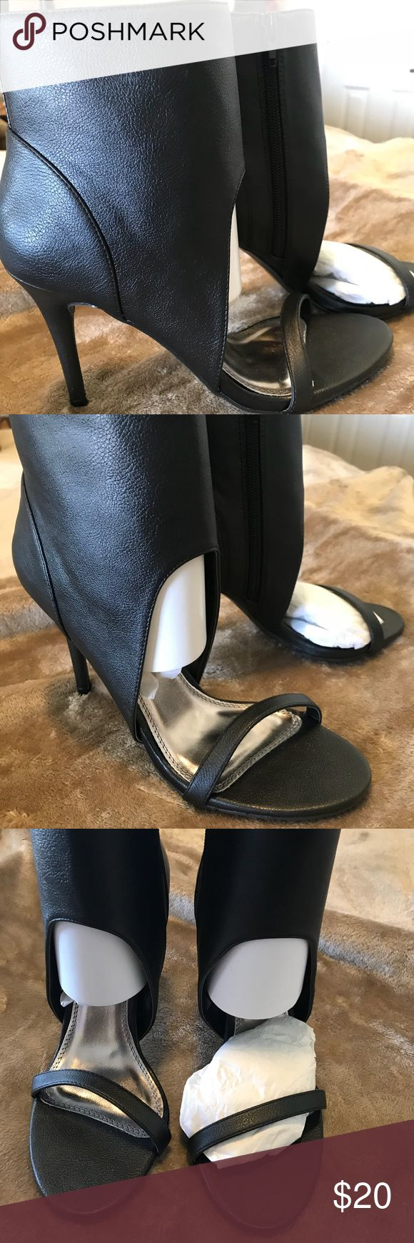 """Shoe Dazzle Open Toe Ankle Bootie!!! Shoe Dazzle Black open toe Ankle Bootie is a size 8.5 with an approx 3.5"""" Heel. It has side zipper closures. It is a faux leather material. Only worn once and nearly new! Shoe Dazzle Shoes Ankle Boots & Booties"""