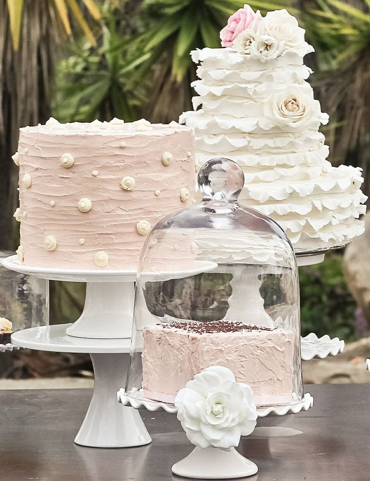 soft romantic cakes http://girlyinspiration.com/: Romantic Cakes, Cakes Desserts, Desserts Table, Cakes Ideas, Desserts Ideas, Small Wedding, Desserts Cakes, Soft Romantic, Celebrity Cakes
