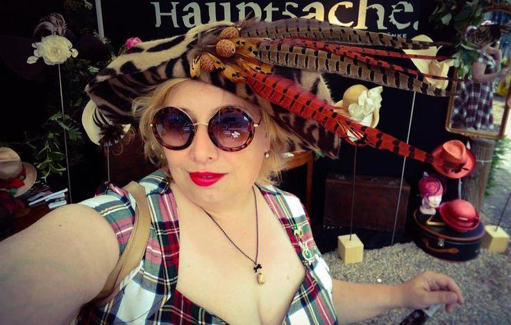 Vintage Picknick zum Ladies Day Krefeld 2017   Miss Kittenheel  Retro Vintage Pin-Up-Style  Dress Stewart Tartan hat Millinery round sunglasses