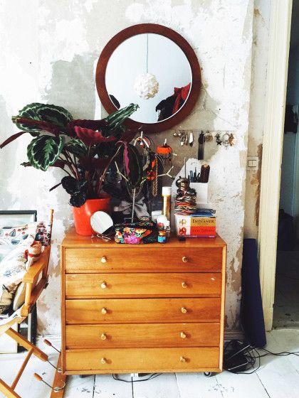 9 dinge die sofort aus deiner wohnung fliegen sollten die du garantiert besitzt. Black Bedroom Furniture Sets. Home Design Ideas