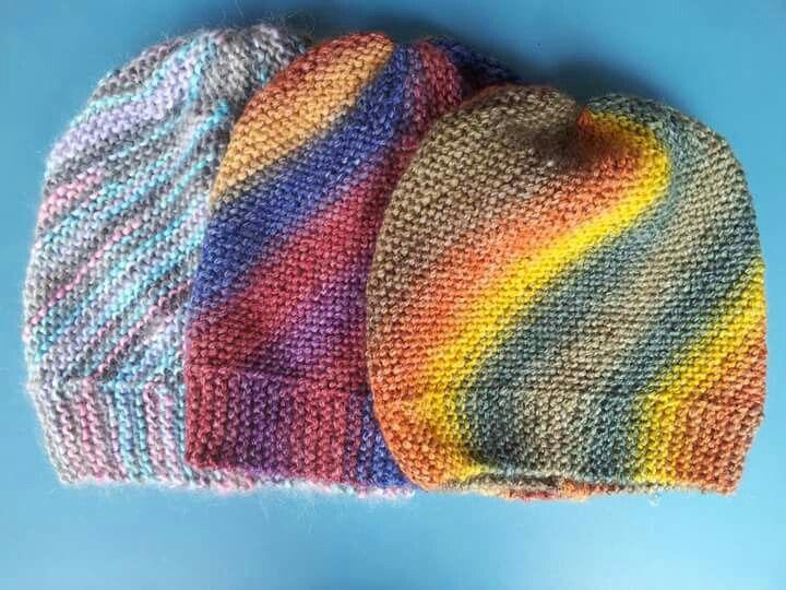 """Cappellini multicolor lavorati """"di traverso"""""""