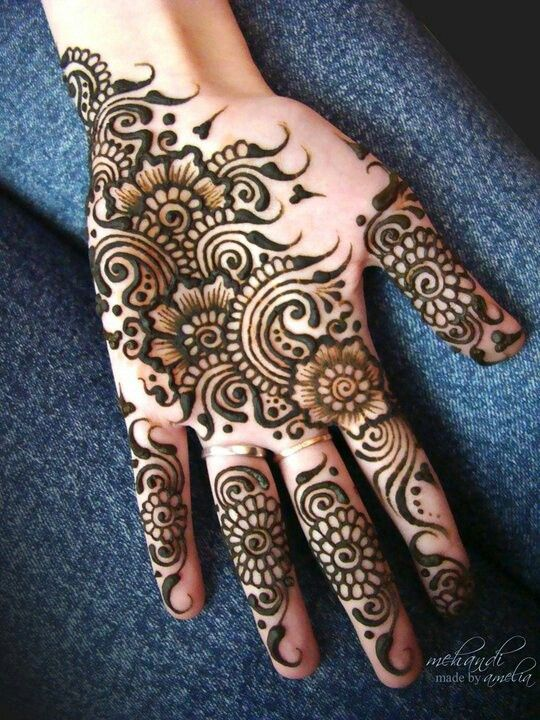 beautiful mehendi, done on hand