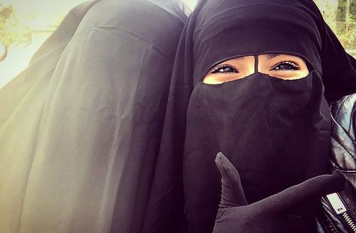 Smiling Muslimahs in Niqab