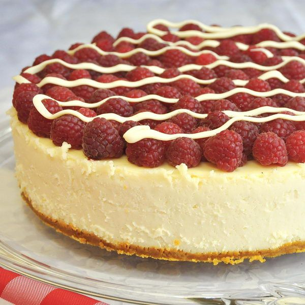 White Chocolate Cheesecake with Raspberries -totally uncomplicated but totally delicious, this vanilla cheesecake gets melted chocolate added to the batter and is then topped with fresh ripe raspberries and a finishing drizzle of white chocolate.