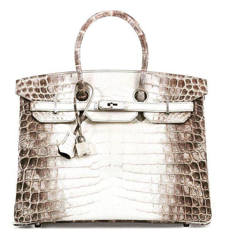 El bolso más caro del mundo! La casa Christie's de Hong Kong ha vendido un bolso Hermes del modelo Himalaya Birkin por 340.000 euros (380.000 dólares). Este Birkin está hecho en piel de cocodrilo, y cuenta con más de 200 diamantes incrustados y hebillas de oro blanco de 18 quilates. It is absolutely crazy! #Christie's #Hermes #Birkin #bolso #lujo #curiosidades #coleccionismo #labizarresusu