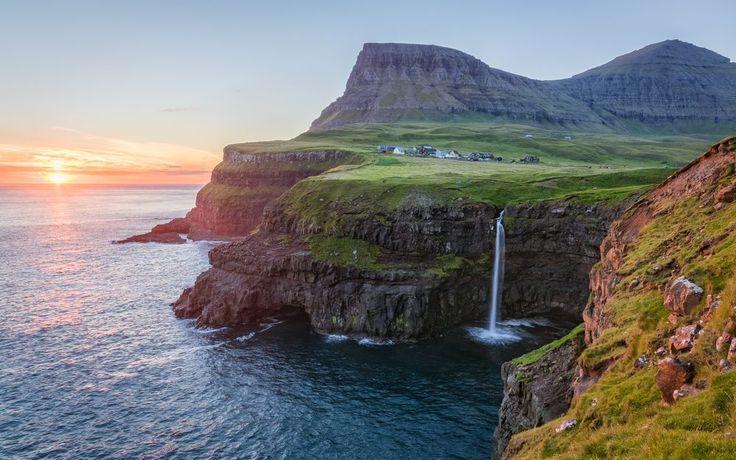 Góðan dag Piraten! Heute möchten wir euch ein etwas außergewöhnlicheres Urlaubsziel abseits der breiten Massen vorstellen, wo vor allem Fans unberührter Natur voll auf ihre Kosten kommen sollten. Die Rede ist von einer kleinen Inselgruppe mitten im Nordatlantik, die von fast doppelt so vielen Schafen als Menschen bevölkert wird und wo Gras selbst auf den…