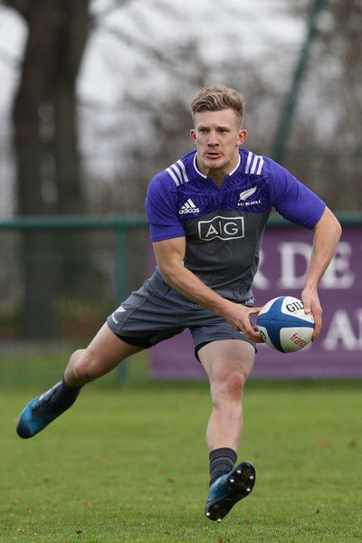 Damian McKenzie of the New Zealand All Blacks passes during training at the Suresnes Rugby Club on November 22, 2016 in Paris, France.