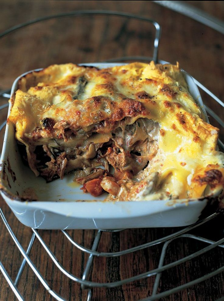 The best lasagne I've ever tasted, I make this time and time again. For a different take on the traditional dish, try this simple baked lasagne by Jamie Oliver | #Food | Jamie Oliver (UK) #jamieoliver #lasagne #Vegetarianrecipesforalltastes