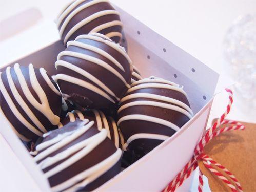 Sjokoladetrøfler med pasjonsfrukt - Cakeplease