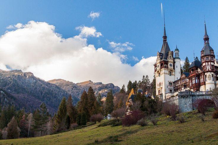 Замок Пелеш, Румыния  #travel #travelgidclub #путешествия #traveling #traveler #beautiful #instatravel #tourism #tourist #туризм #природа #архитектура #замок #castle #Румыния #Пелеш