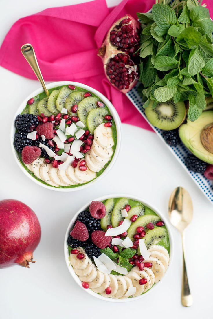 Upgrade your smoothie game with these healthy and amazing Green Superfood Smoothie Bowls. <500 calories and vegan @sideofsweet