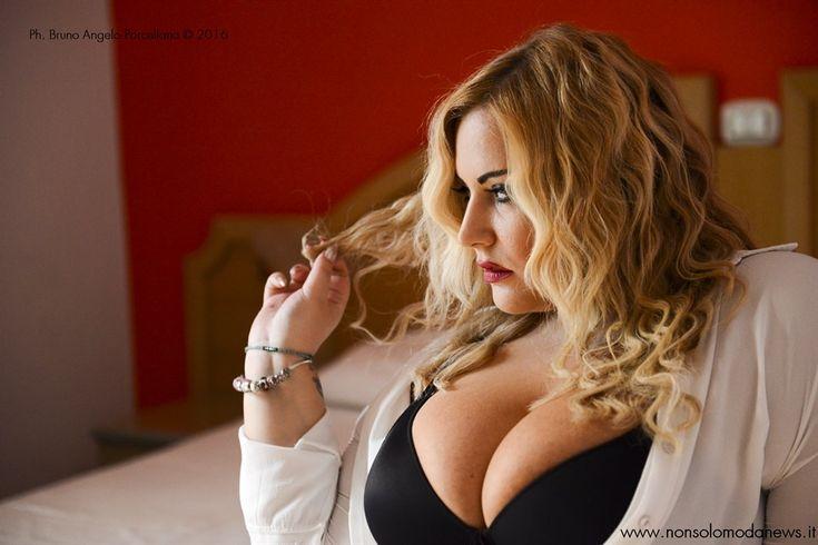 Claudia Fattorini, modella curvy in un servizio fotografico speciale per Nonsolomodanews