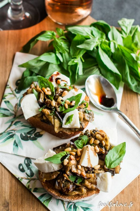 Bruschettas Aubergine, Mozzarella, Basilic et Pignons - Food for Love