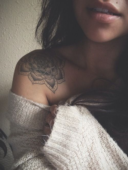 29 Awesome Shoulder Tattoo Designs For Women
