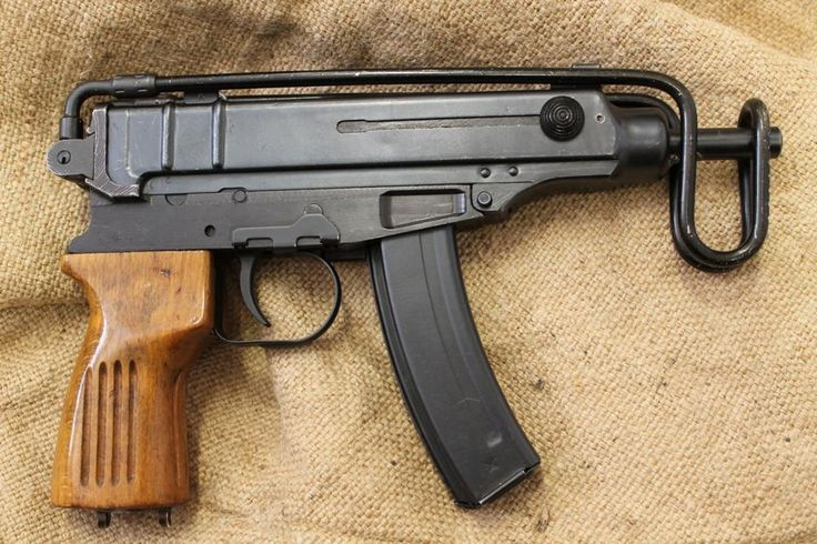 Scorpion VZ61 The smallest a sub machine gun can get.